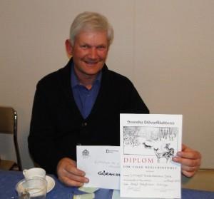 Bengt Bengtsson med diplom och vinnare av C-G Göranssons jaktdagar i Ottsjö