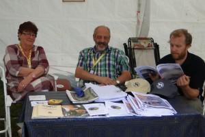 Luzernermontern med Anna-Greta och Nisse Hermansson, Fredrik intresserad besökare