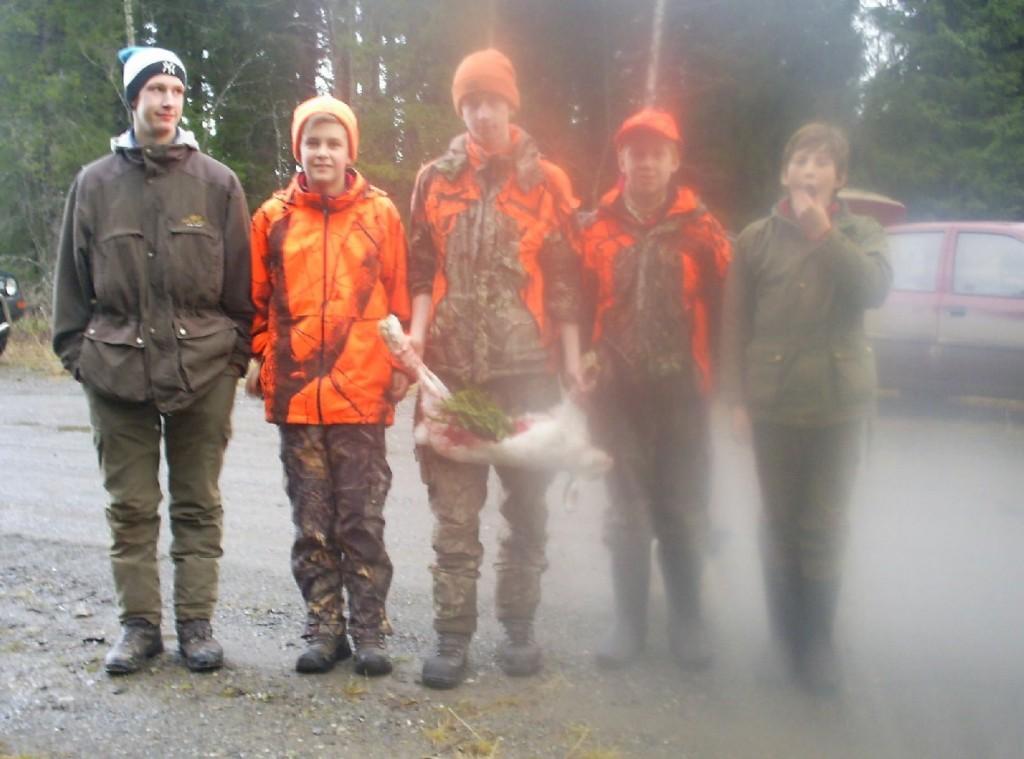 Mattias Löw, Simon Bergström, skytten Matti Eriksson, Johan Olofsson och Henrik Millestu (Foto Lars Olov Nilsson)