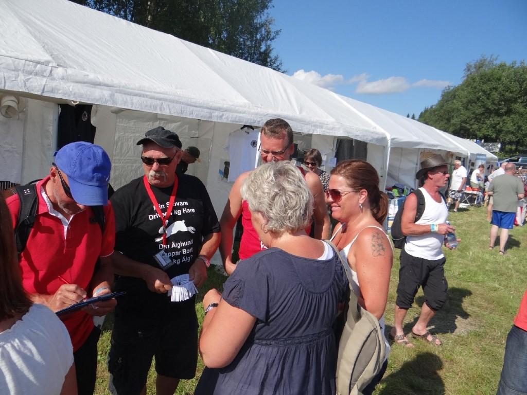 Curt Alstergren säljer lotter