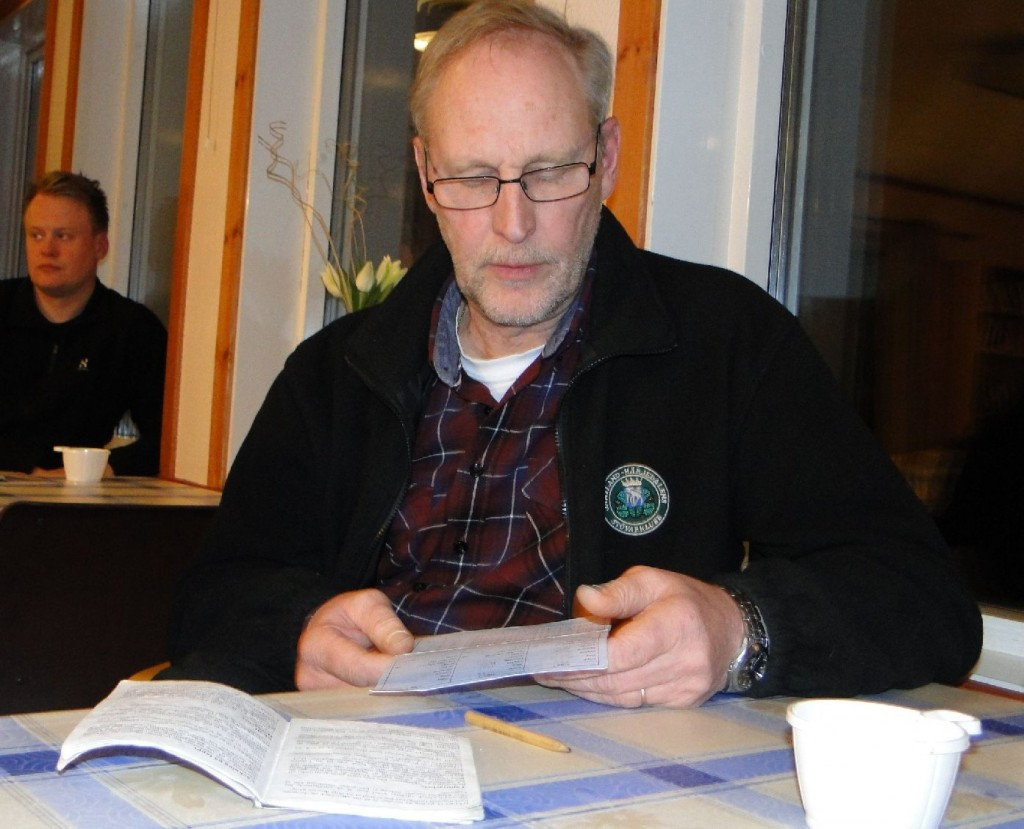 Mats Eriksson redovisar sin hund för dagen
