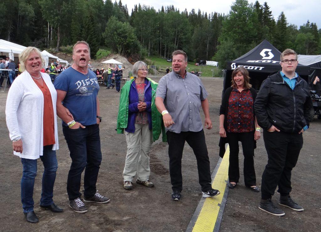 Ann-Margret Boije och Bengt Selberg, May-Britt Pellving, Kjell-Åke och Eva Sundberg diggar musiken